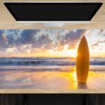 Schreibtischunterlage groß Surfbrett am Strand aus Vinyl