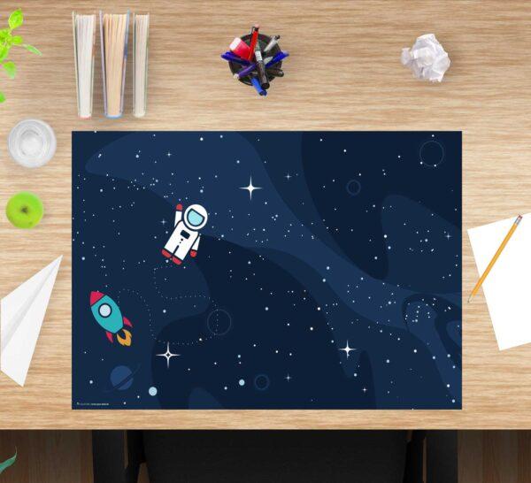 Schreibtischunterlage für Kinder Astronaut im Weltraum aus Vinyl