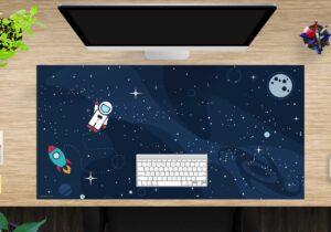 Schreibtischunterlage - Astronaut im Weltraum - aus Vinyl